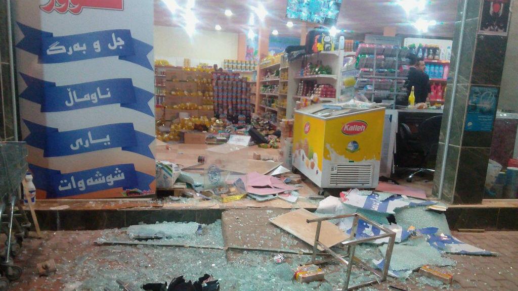 En la ciudad iraquí de Halabja se resgistraron daños materiales en múltiples locales comerciales.