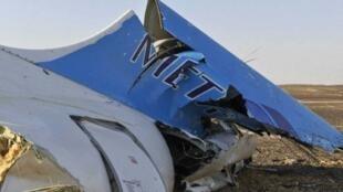La carcasse de l'Airbus A321 qui s'est abîmé dans le Sinaï avec 224 personnes à bord.