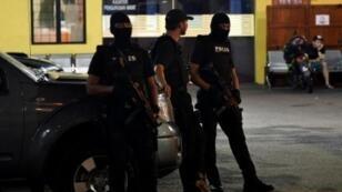 قوات خاصة تابعة للشرطة الماليزية أمام مشرحة مستشفى كوالالمبور في 21 شباط/فبراير 2017