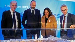 Le Premier ministre, Edouard Philippe, et la maire de Paris, Anne Hidalgo, à Saint-Ouen, le 4 novembre 2019.