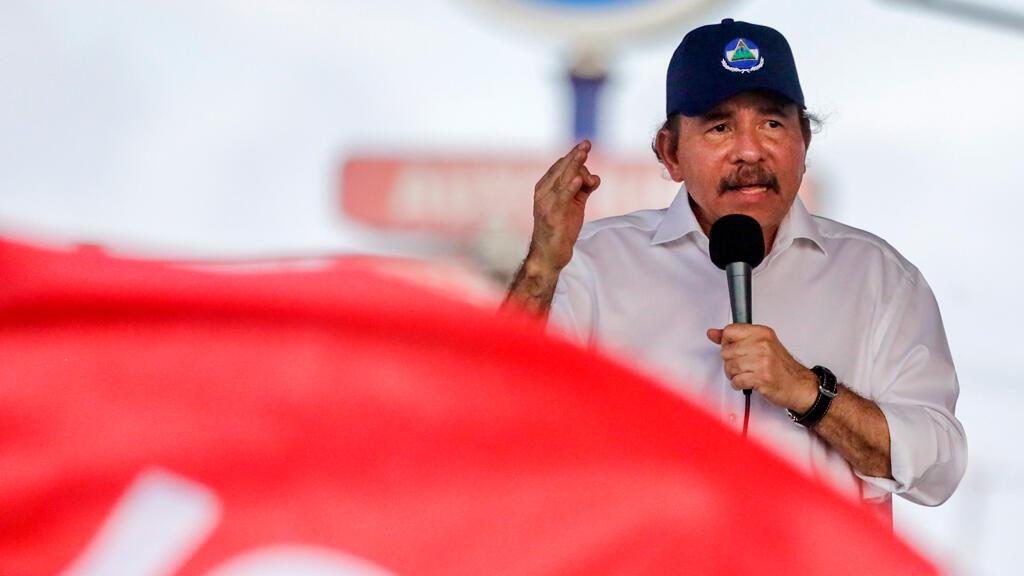 El presidente nicaragüense Daniel Ortega pronuncia un discurso durante un mitin oficial después de las protestas contra la reforma de la Seguridad Social, donde al menos 43 personas fueron asesinadas en Managua el 30 de abril de 2018.