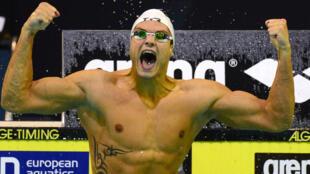 Florent Manaudou a été sacré champion d'Europe du 100 m nage libre.