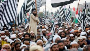 Des milliers d'islamistes ont manifesté contre le Premier ministre Imran Khan, à l'appel du religieux Fazlur Rehman à Islamabad, Pakistan, le 2 novembre.