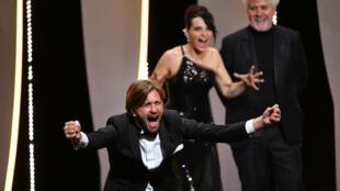 Le Suédois Ruben Östlund a remporté dimanche soir la Palme d'or du 70e festival de Cannes.