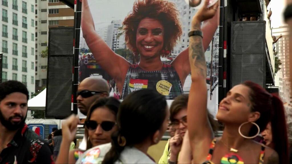 Mujeres inspiradas por la concejala brasileña asesinada, Marielle Franco, salen a las calles para reivindicar la participación política de las mujeres.