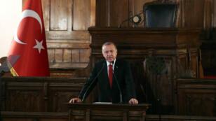 Le président turc Recep Tayyip Erdogan donne un discours à Ankara, le 13 juillet 2018.