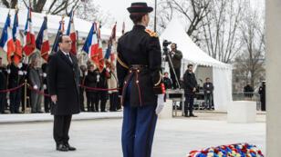 Le président François Hollande lors de la cérémonie de commémorations au quai Branly, le 19 mars 2016.