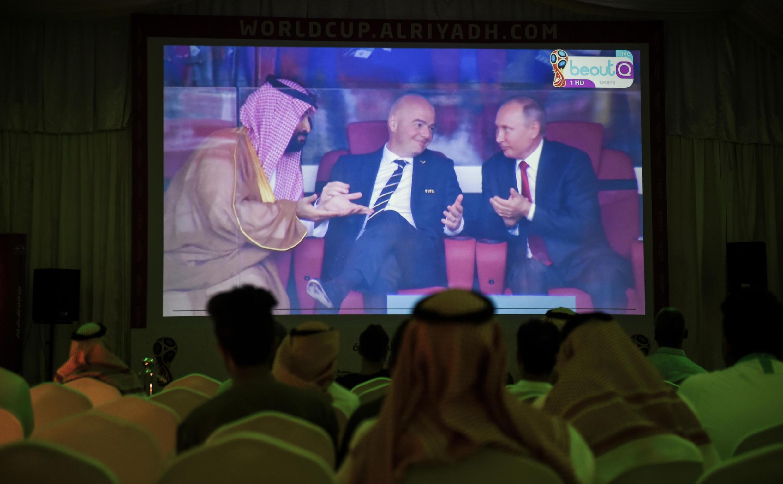 El príncipe de Arabia Saudita, Mohámed bin Salmán, el presidente de la FIFA, Gianni Infantino y el presidente Vladímir Putin vieron juntos el partido.