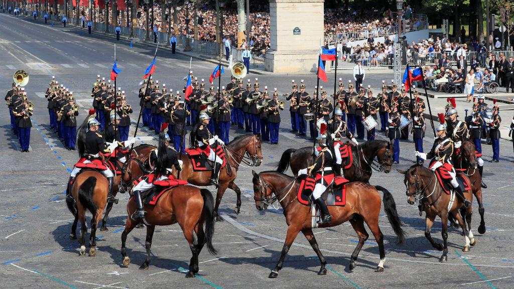 Miembros de la Guardia francesa durante el desfile militar del Día de la Bastilla en París, Francia, el 14 de julio de 2018.
