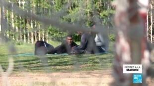 2020-04-27 13:05 Covid-19 : des camps de migrants placés en quarantaine en Serbie