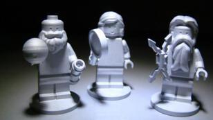 Les trois figurines LEGO embarquées à bord de Juno.
