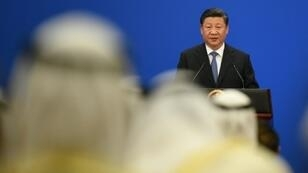 الرئيس الصيني شي جينبينغ يلقي كلمة أمام الدورة الثامنة لمنتدى التعاون الصيني العربي على مستوى الوزراء في قصر الشعب في بكين في 9 تموز/يوليو 2018