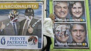 Une femme passe devant des affiches électorales à Buenos Aires, le 7 août 2019, quelques jours avant les élections primaires générales.
