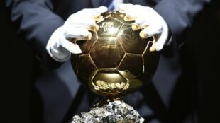 Le trophée tant convoîté du Ballon d'Or.