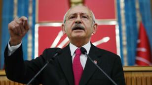 El líder del Partido Republicano del Pueblo (CHP), Kemal Kilicdaroglu, se dirige a los miembros de su partido en el Parlamento, en Ankara, el 7 de mayo de 2019.