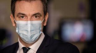 Le ministre de la Santé Olivier Véran, le 22 décembre 2020, à Chanteloup-en-Brie.