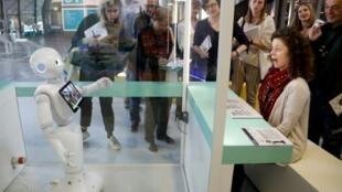 Des robots sont exposés à la Cité des sciences et de l'industrie de la Villette, le 1er avril 2019