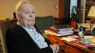 L'historien Marc Ferro chez lui à Saint-Germain-en-Laye, le 22 septembre 2015