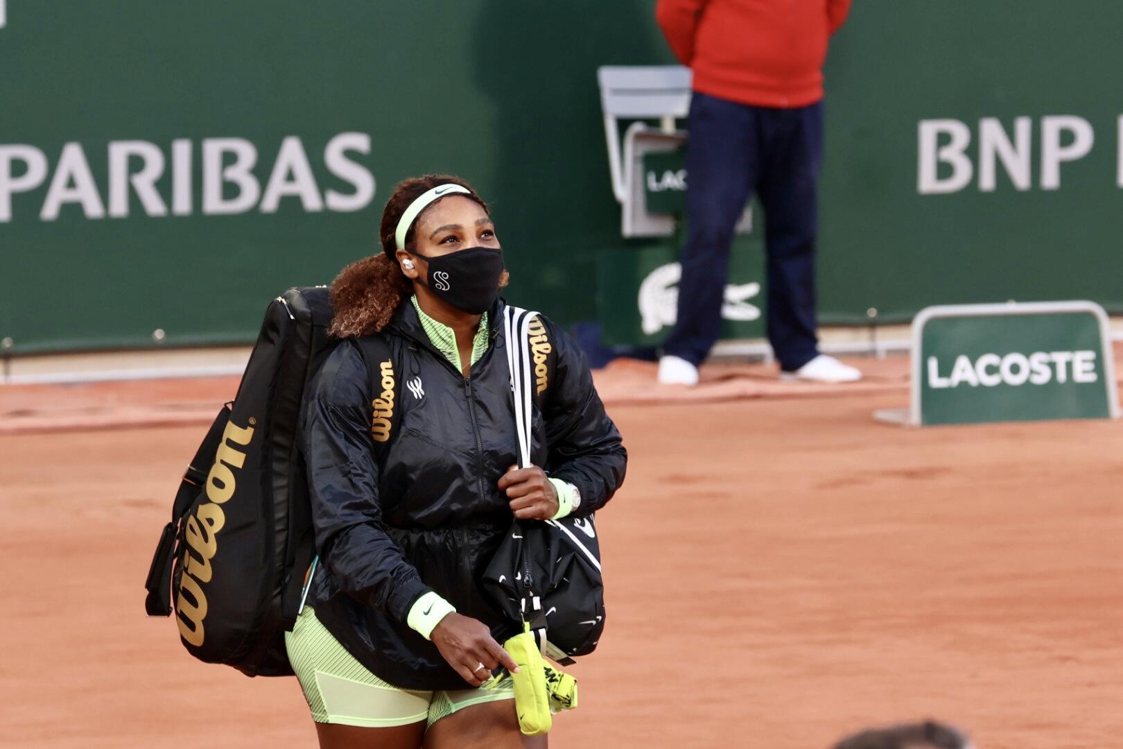 Serena Williams arrive pour son match du premier tour de Roland-Garros.