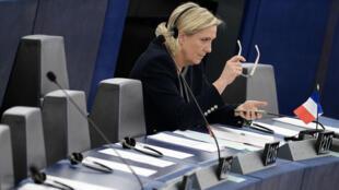 La députée européenne et candidate du Front national, Marine Le Pen, au Parlement européen, à Strasbourg le 26 octobre 2016.