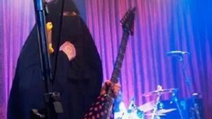 """- صورة مأخوذة من الموقع الرسمي لفرقة """"سبيكتروس"""""""