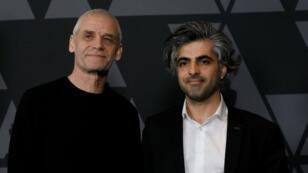 Soren Steen Jespersen y Kareem Abeed, nominados para 'Los últimos hombres en Alepo', posan en una recepción para películas nominadas al Oscar en Beverly Hills, California.