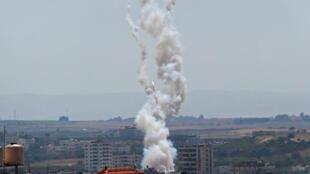 El lanzamiento de un cohete desde Gaza hacia Israel, en la Franja de Gaza, el 4 de mayo de 2019.