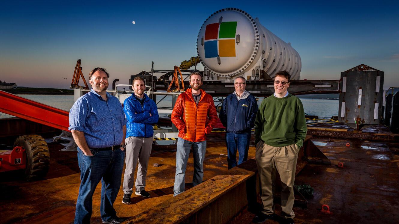 L'équipe de scientifiques en charge du Projet Natcik : Mike Shepperd, Samuel Ogden, Spencer Fowers, Eric Peterson et Ben Cutler.