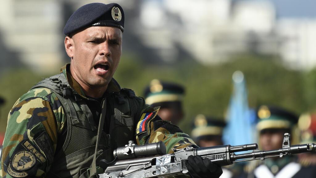 Imagen tomada durante la ceremonia de reconocimiento de las Fuerzas Armadas Nacionales Bolivarianas (FANB) al presidente Nicolás Maduro después de la inauguración de su segundo mandato en el Complejo Militar Fuerte Tiuna, en Caracas, Venezuela, el 10 de enero de 2019.