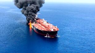 """Le pétrolier """"Front Altair"""", un tanker de 111000tonnes, en flammes."""