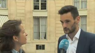 Hugo Lloris au micro de France 24 après avoir été reçu à l'Élysée avec ses coéquipiers.