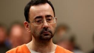 L'ancien médecin de la sélection américaine de gymnastique, Larry Nassar, le 22 novembre 2017 lors de son procès à Lansing dans le Michigan.