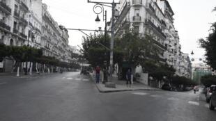 العاصمة الجزائرية عند بدء حظر التجول الذي فرضته السلطات لمنع انتشار فيروس كورونا المستجد في 29 حزيران/يونيو 2020.