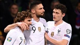 """هل يخوض زملاء غريزمان وبافار مباراة ودية في الجزائر أمام """"الخضر""""؟"""