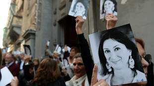 Un rassemblement en hommage à la journaliste Daphne Caruana Galizia, à Malte, six mois après son assassinat.