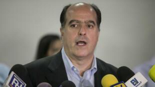 El opositor Julio Borges, presidente del Parlamento venezolano, durante una rueda de prensa el 9 de noviembre en Caracas.