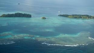 Cette photo distribuée par les Nations unies le 4 septembre 2011 a été prise depuis l'avion du secrétaire général de l'ONU Ban Ki-moon, qui se rendait sur les îles Salomon.