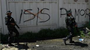 Des combats opposent l'armée et les combattants de l'EI dans la ville de Marawi aux Philippines, le 30 mai 2017.