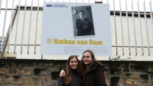 Martine et Jeanita van Dam ont récupéré des affaires de leur grand-père Nathan van Dam.