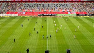 Panorámica del Merkur Spiel-Arena, en Dusseldorf, Alemania, donde este sábado 16 de mayo de 2020 empataron sin goles el Fortuna Dusseldorf contra el SC Paderborn. Jugaron ante unas graderías vacías como parte de las medidas de la Bundesliga para evitar la expansión del coronavirus.