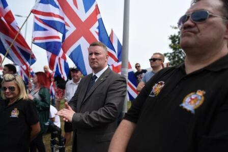 Paul Golding (centre) attends the anti-migrant protest in Folkestone. Photo: Mehdi Chebil / FRANCE 24.
