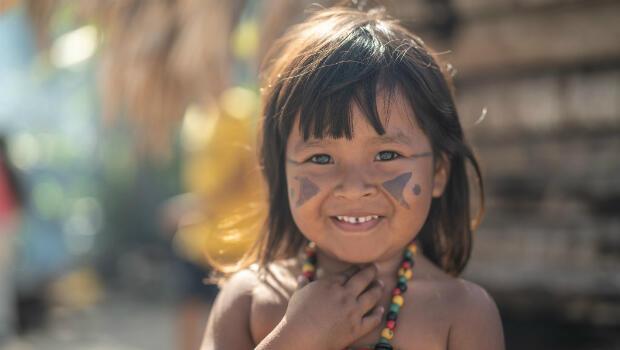 Niña indígena brasileña de la etnia tupí-guaraní.