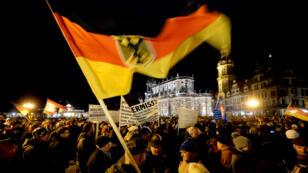 """Plus de 17 500 personnes ont manifesté contre """"l'islamisation de l'Occident"""", lundi 22 décembre 2014, à Dresde, à l'appel du mouvement Pegida."""