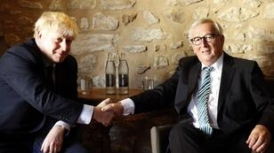 رئيس المفوضية الأوروبية جان كلود يونكر ورئيس وزراء بريطانيا بوريس جونسون في لوكسمبورغ. 16 سبتمبر/أيلول 2019.