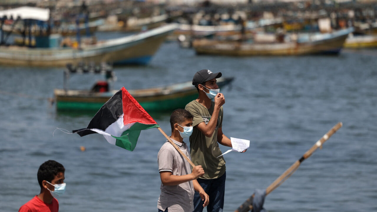 Israel reduces Gaza fishing zone by half after incendiary balloons cause fires
