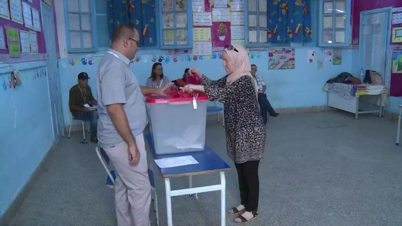 كثرة عدد القوائم للانتخابات التشريعية يثير الجدل في الشارع التونسي