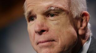 السناتور الأمريكي جون ماكين يصارع سرطان الدماغ