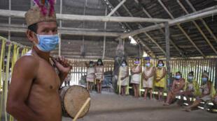 Miembros de la comunidad ticuna, en Leticia, departamento colombiano de Amazonas, el 8 de junio de 2020