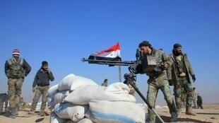 جنود سوريون قرب حلب.