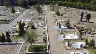 لقطة تظهر القسم المخصص للمسلمين في مقبرة بروزانو الكاثوليكية على أطراف ميلانو بتاريخ 5 حزيران/يونيو 2020